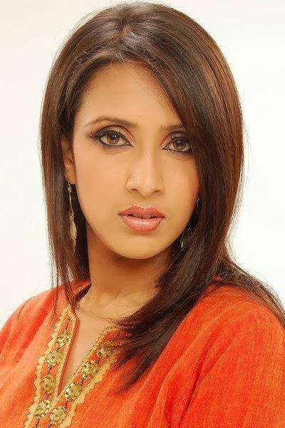 Model+Bidya+Sinha+Saha+Mim017