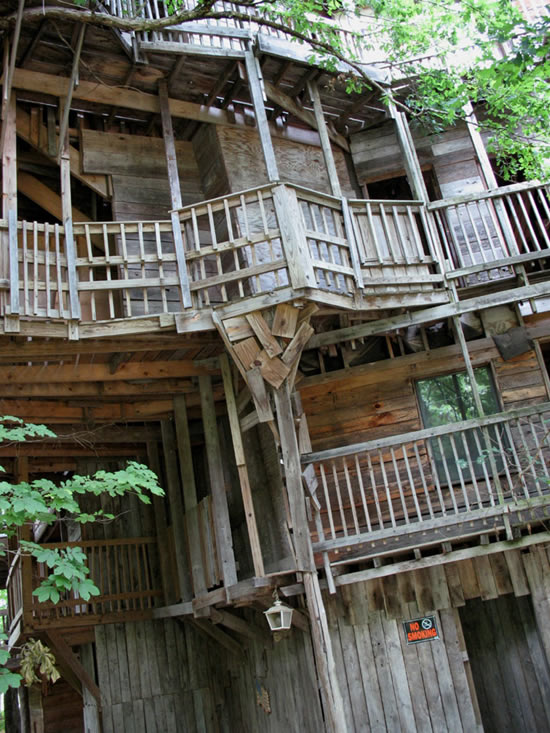 Crookedbrains the world 39 s biggest treehouse - Biggest treehouse in the world ...
