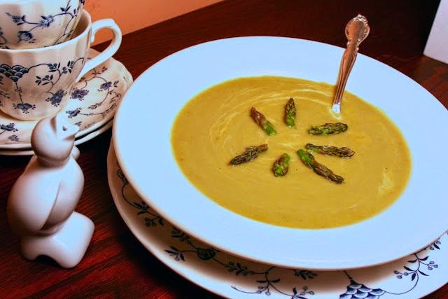 asparagus soup: simplelivingeating.com