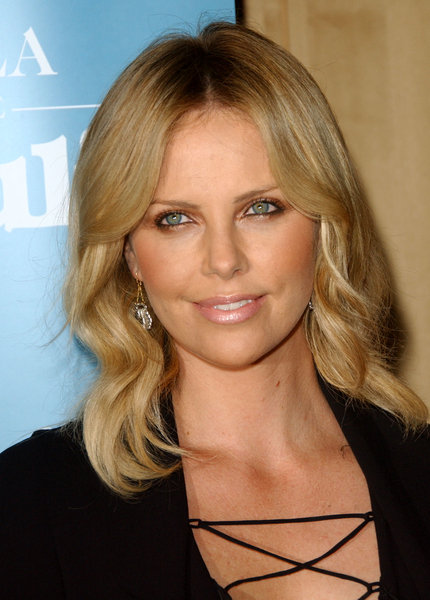 http://2.bp.blogspot.com/-sZ6jgPHG2Y0/T7i7TKry6oI/AAAAAAAADNE/RJnCEWHh19E/s1600/charlize-theron-hairstyle.jpg