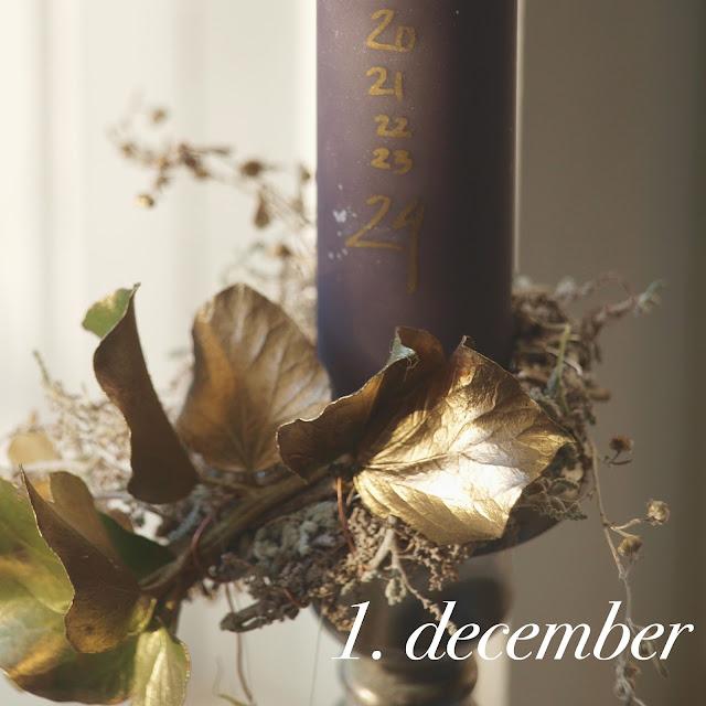 Kalenderlys 2015 i lilla, grå og gyldne farver