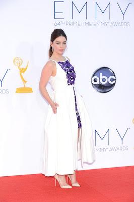 Emmy Awards Emilia-Clarke-2012-Emmy-Awards-game-of-thrones-32276048-395-594