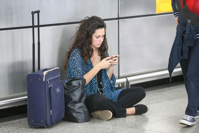 Girl-Airport-cell-phone