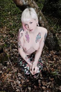 Hot ladies - Fynne_%2528SG%2529_Bare_Necessities_18.jpg