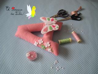 nombre-fieltro-decoración-infantil-Alba-elbosquedelulu-hechoamanoparati-regalo-nacimiento-personalizado