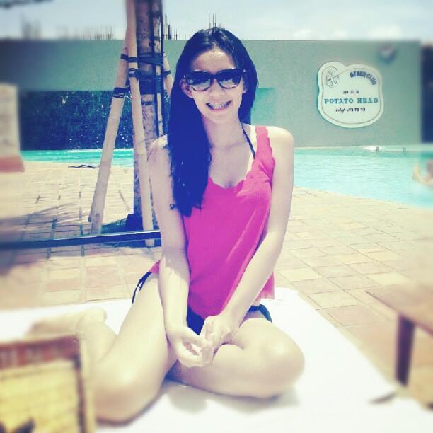 10 Foto Rini Feblita, Si Cantik Imut Crew TRANS TV