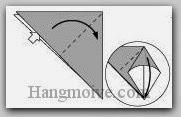 Bước 3: Từ vị trí mũi tên, mở lớp giấy trên cùng ra, kéo và gấp sang phải.