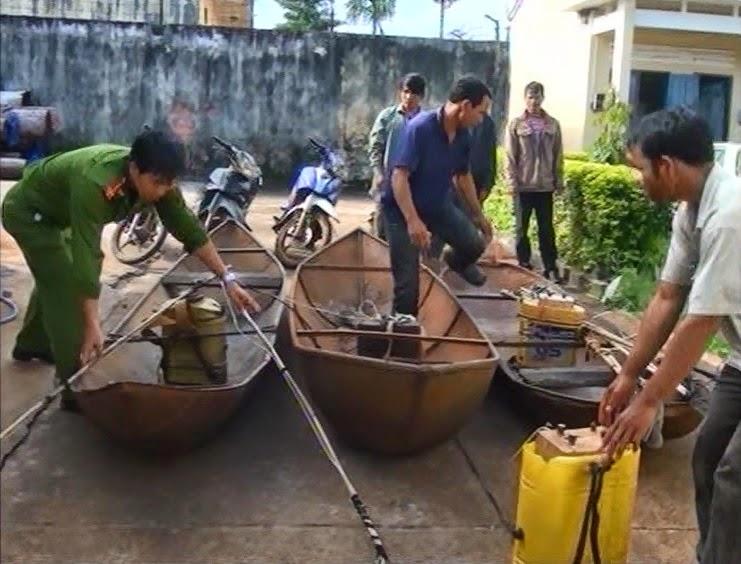 Gia Lai: Bắt đối tượng đánh bắt cá bằng xung điện