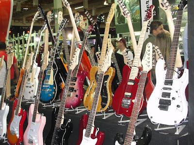 Linha de guitarras Strinberg destacam-se pelo excelente custo-benefício. Cobertura Expomusic 2011 - Central do Rock