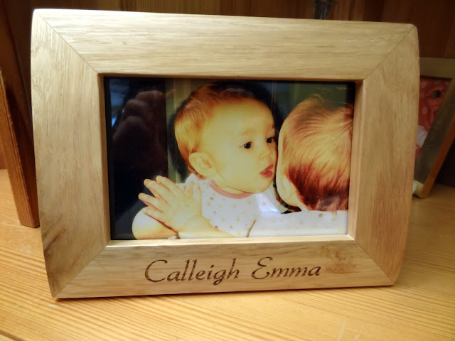 "<a href=""http://www.giftsonline4u.com/personalised-photo-frames.htm"">Personalised Photo Frames</a>"