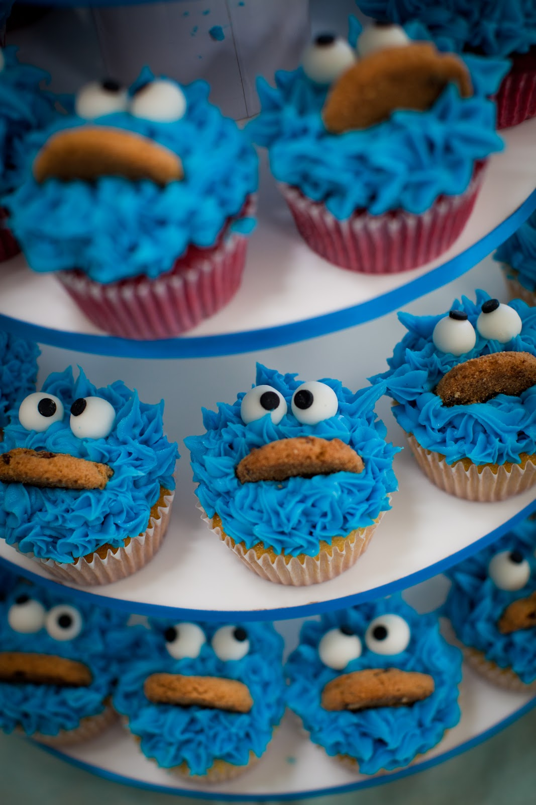A Cookie Monster Event blue cupcake