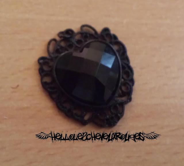 Pendentif coeur noir collier ras de cou gothique détaché du collier www.hellolescheveuxrouges.com
