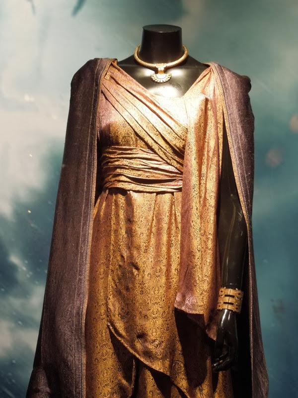 Jane Foster Thor 2 movie costume