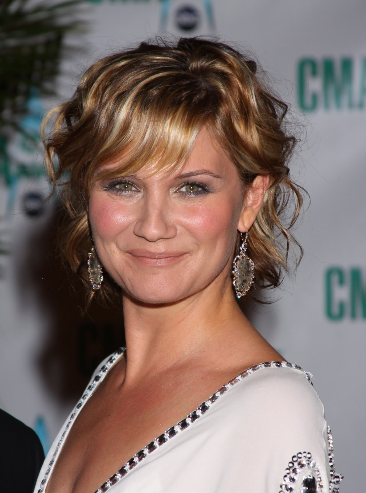 Jennifer Nettles Hairstyle Trends