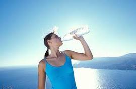 Hidrataté : Toma 2 litros de agua diarios.
