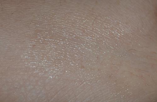 Neutrogena-Lip-Moisturizer-swatch+-neutrogena-chapstick.png