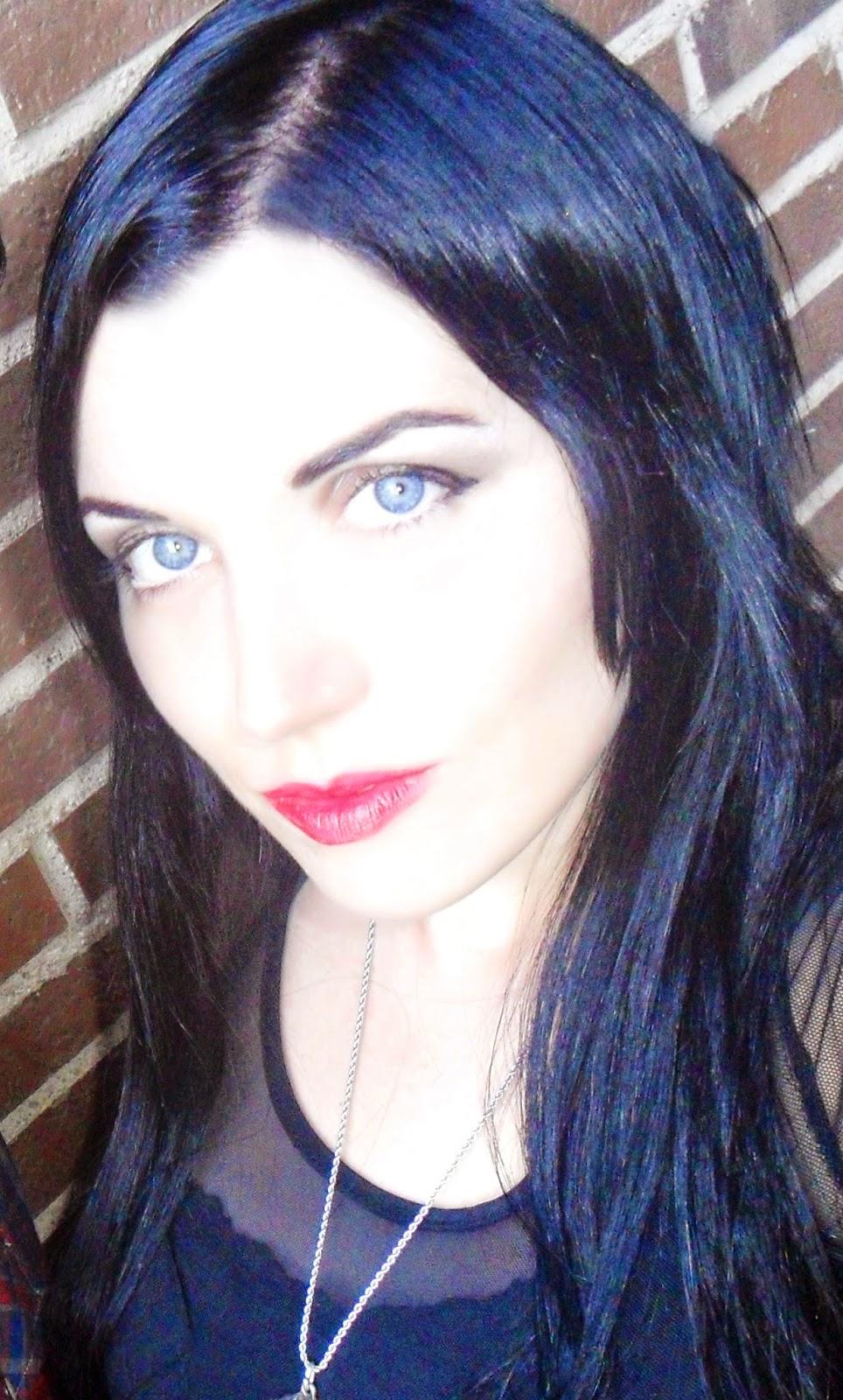 color de pelo negro azulado con tinte
