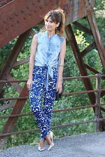 http://2.bp.blogspot.com/-saizTh8ooo4/UbT_a1-oKDI/AAAAAAAAIbE/6u5HotMcLRU/s1600/look-outfit-zalando-look_con_coleta-camisa_vaquera-denim-zapatos_plateados-skinny_jeans-a_trendy_life+(2).JPG