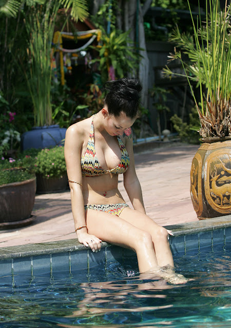 Jessica Jane Clement's Body is Damm Gorgeous..( Poolside Bikini Candids )