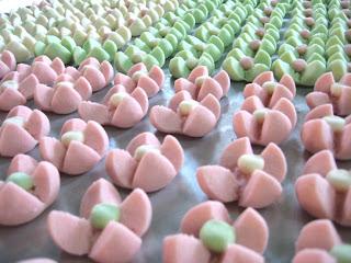 ขนมกลีบลำดวน_Flower Cookies_花型クッキー