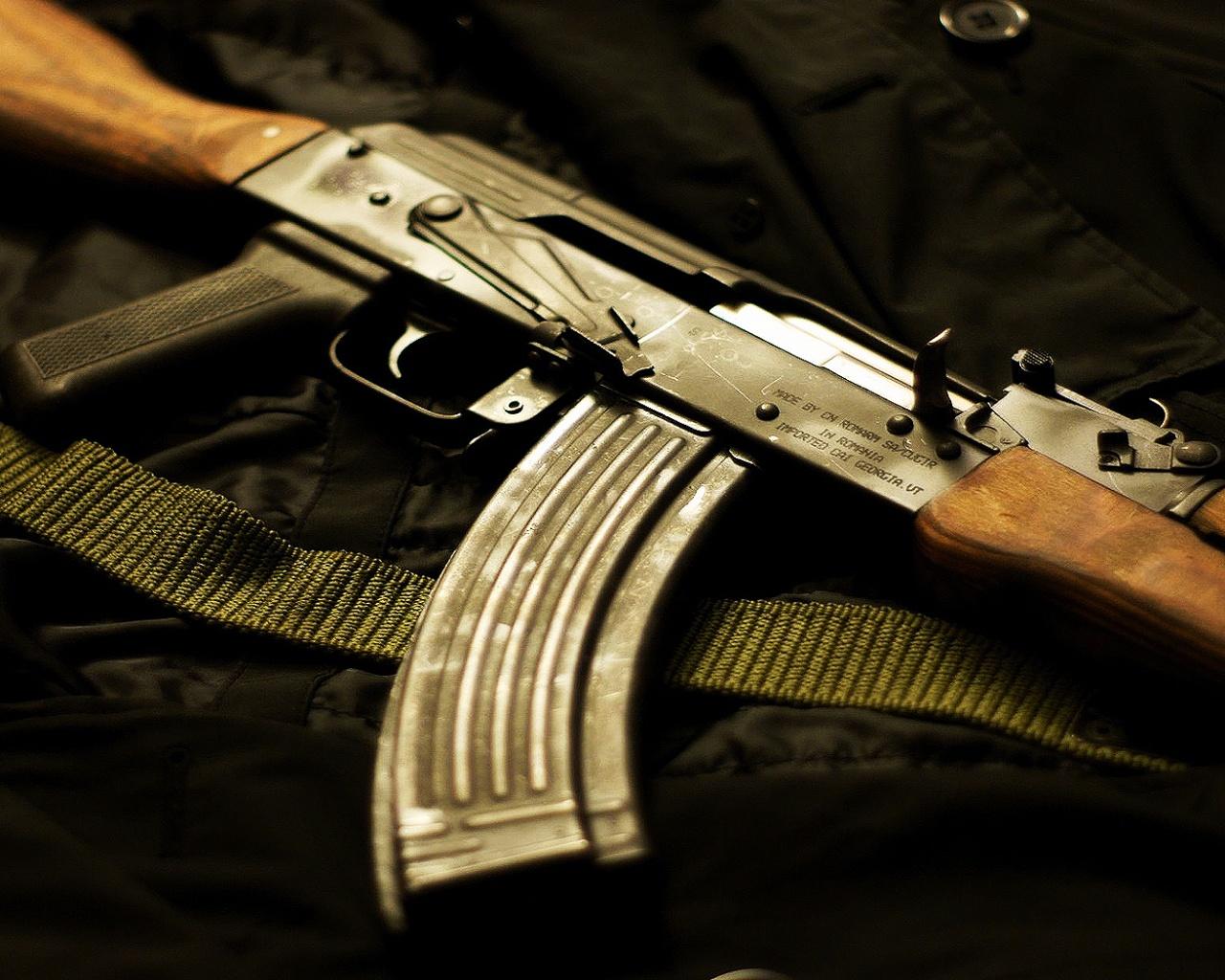 http://2.bp.blogspot.com/-sbN7yD7n1RE/Tdwl9XnG3LI/AAAAAAAACLQ/Mxk49dv3ptA/s1600/Kalashnikov_.jpg