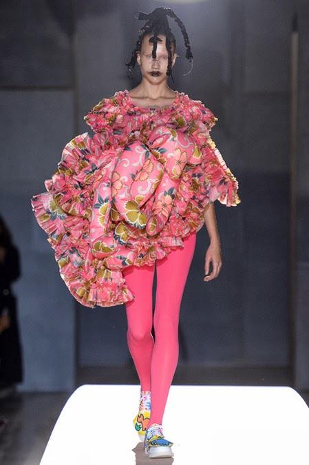 ファッションショーから変わった服を集めてみた
