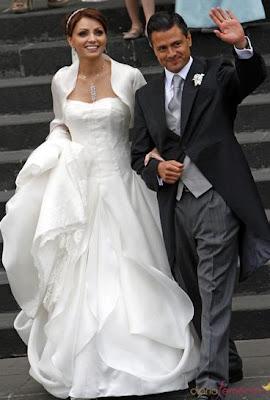 Angélica Rivera y Enrique Peña saliendo de la iglesia