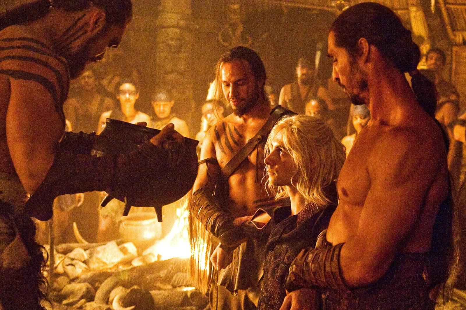 """Viserys muere suplicando a su hermana """"No, no ¡detenles, detenles ..."""
