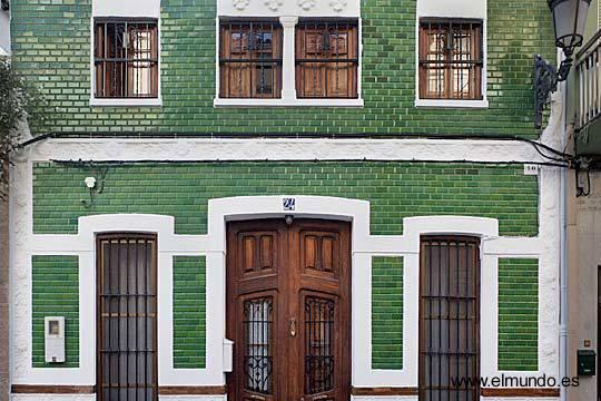 Arquitectura de casas fachada con mosaicos de azulejos for Losetas para fachadas