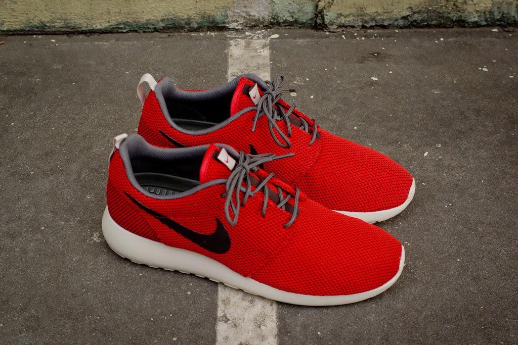 NIKE ROSHE RUN - UNIVERSITY RED / BLACK | Nike NK511881-622