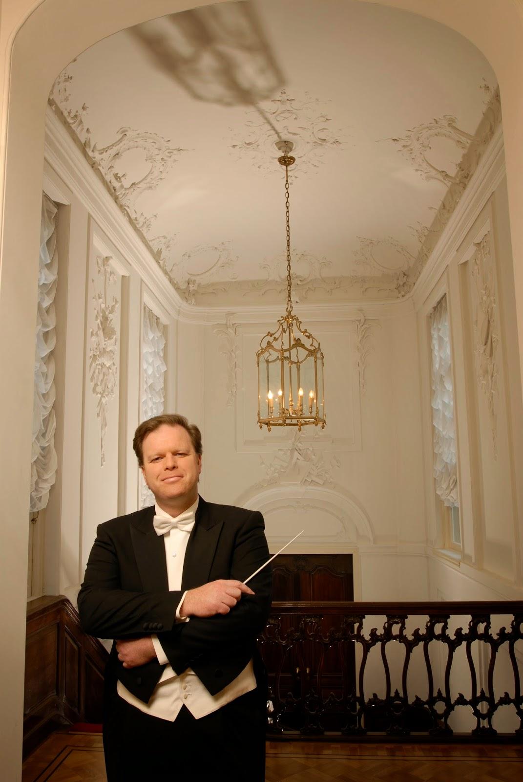 Conductor Simon Murphy