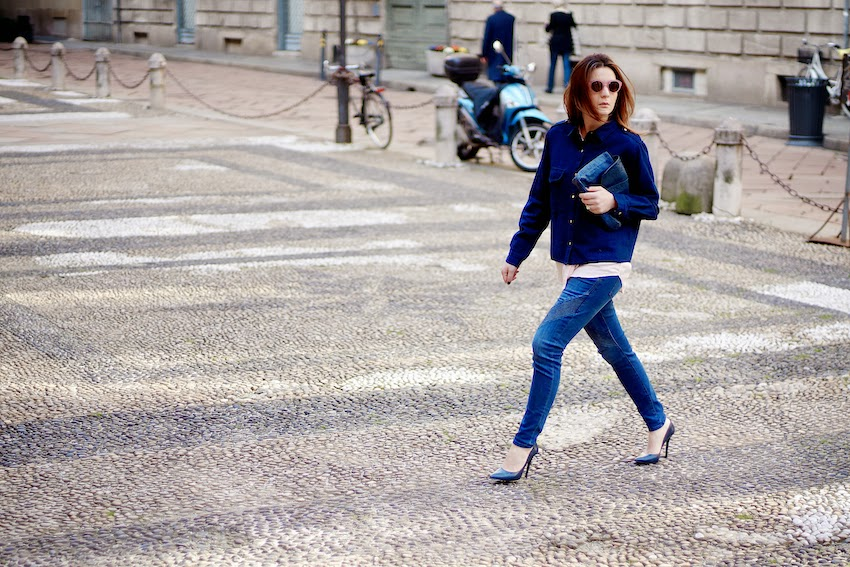 irene buffa fashion blogger milano look jeans e camicia denim con tacco a spillo