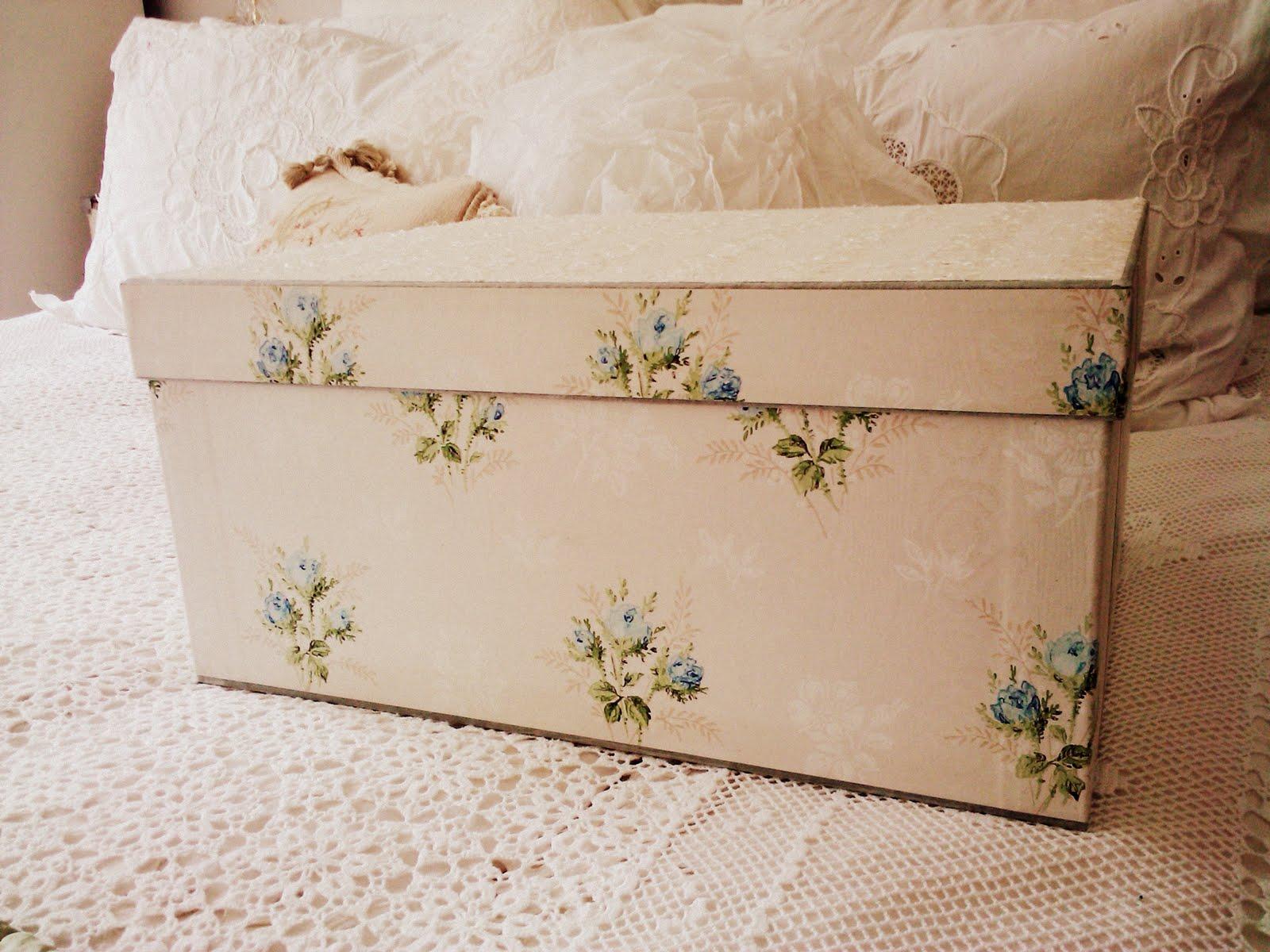 http://2.bp.blogspot.com/-sd6sx44CWXQ/TeTFNFJwKGI/AAAAAAAABWw/PZ7NndnmKdU/s1600/vintage+boxes+%2526+house+218.1.jpg