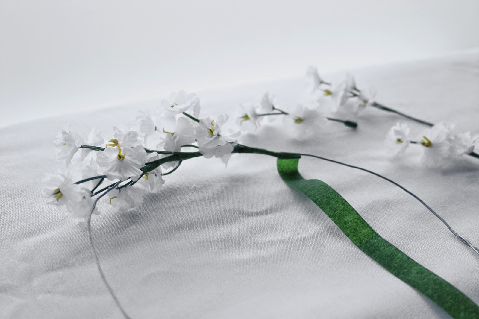 Flores y floratape - Diy corona de flores artificiales3