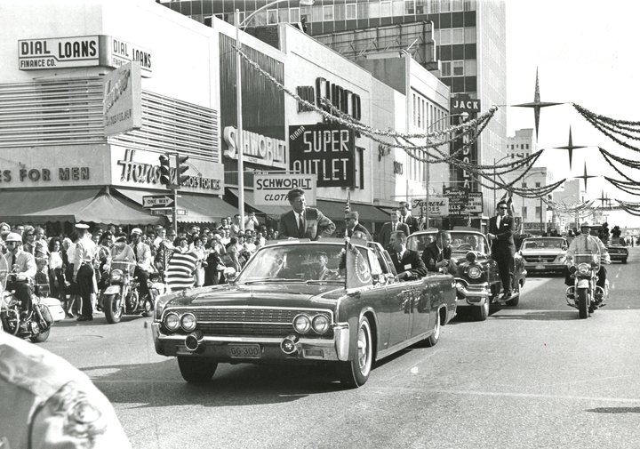 11/18/63: AGENTS ON LIMO; PRESS/ PHOTOGRAPHERS IN FRONT OF LIMO; CLIFTON IN FRONT SEAT, ETC