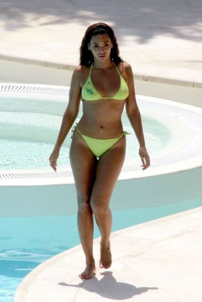 0c13dbde75 PEAR SHAPED  If you are curvy at the hips and thighs and less curvy or  smaller at the top