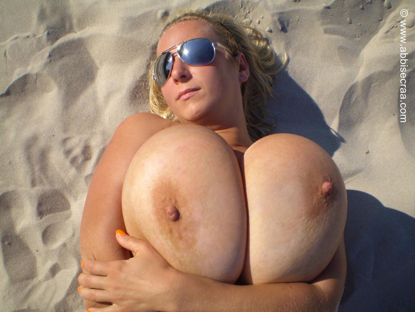 Busty Sarah Rae Webcam