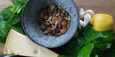 Pesto af skvalderkål