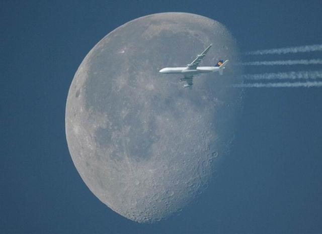 القمر ... كما لم ترآه من قبل .. رااائع  Stunning-photos-of-moon-13