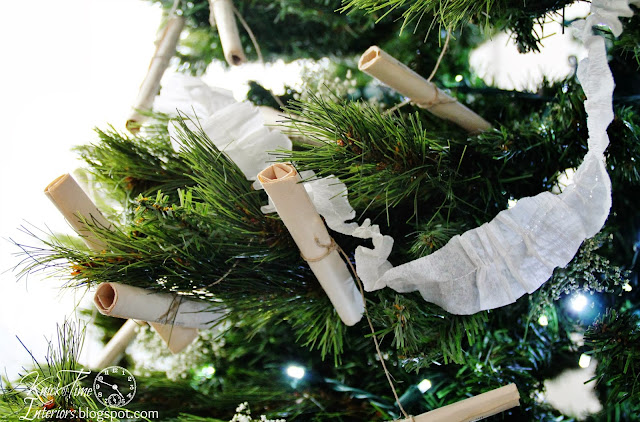crepe paper streamers on vintage style Christmas tree - KnickofTime.net