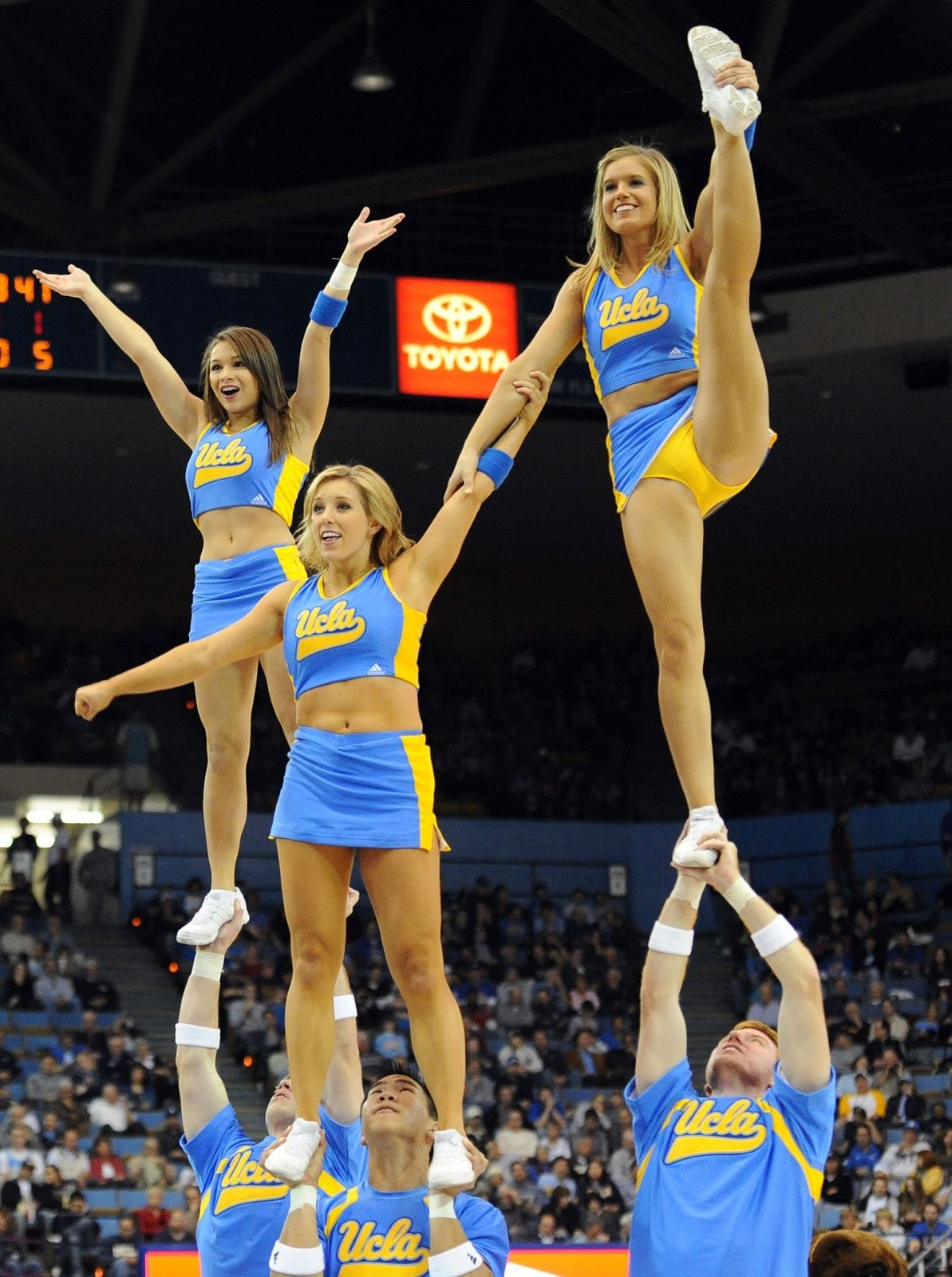 High School Cheerleaders Wardrobe Malfunction