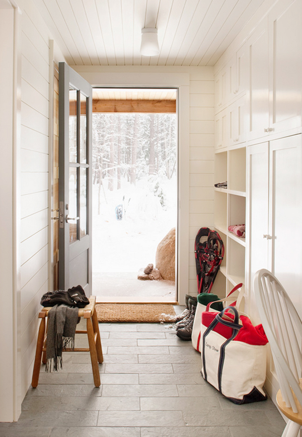 mudroom entryway // paint color: Benjamin Moore Swiss Coffee