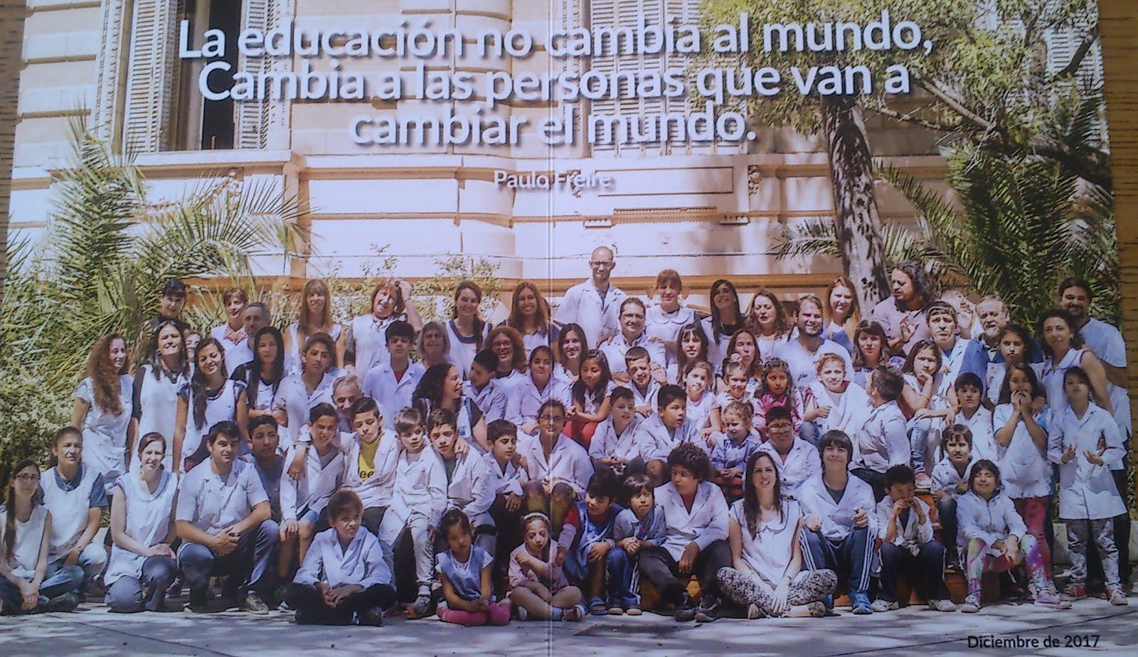 Alumnos y docentes del colegio