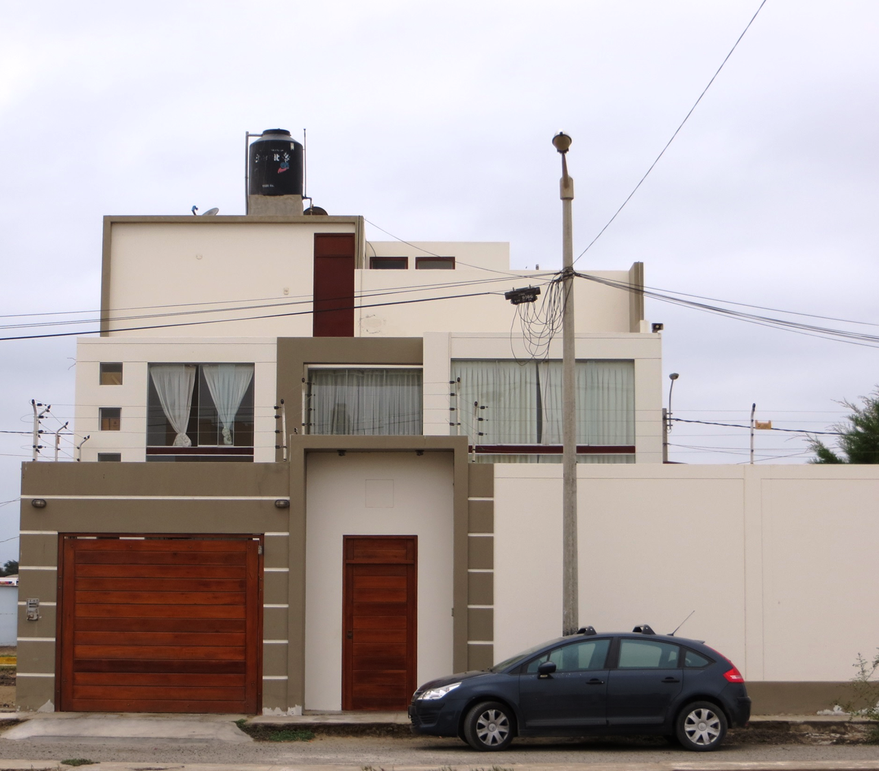 fachadas de casas bonitas casa moderna de tres pisos ForFachadas De Casas De 3 Pisos Modernas