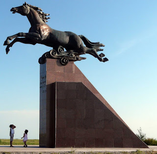 памятник коню