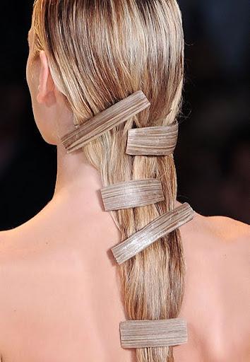 прическа за дълга коса с шноли