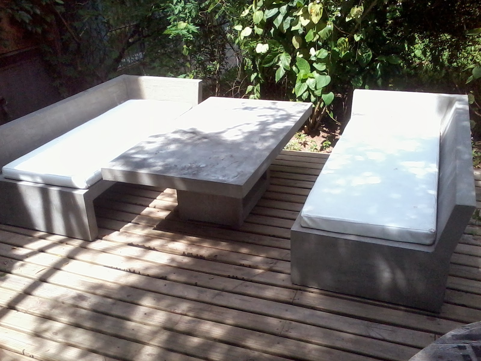 Muebles en cemento light estilo ribera set camastros y for Camastros de hierro para jardin
