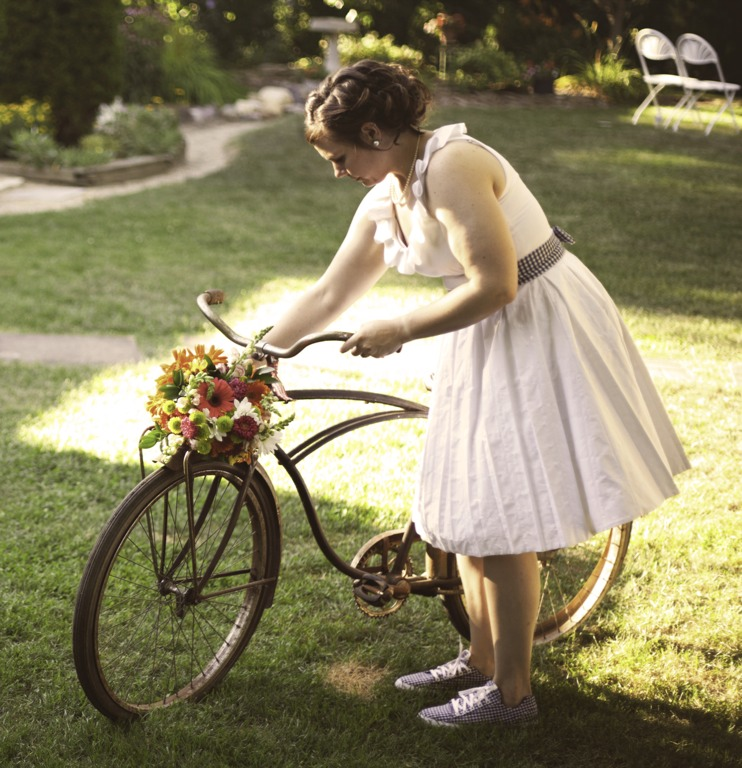 Retrobabs vintage mcm discussion recycled and upcycled with her direction we pulled off a beautiful and unique do it yourself outdoor wedding and reception while we utilized numerous clever ideas solutioingenieria Gallery