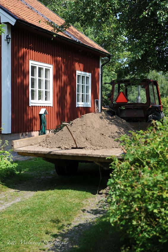 HÄR BOR JAG, I RÖDA HUSET PÅ STORA BORÅKRA. KARLSKRONA. SWEDEN.
