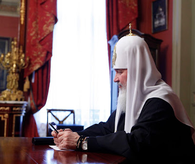 Патриарх носит дорогие часы.